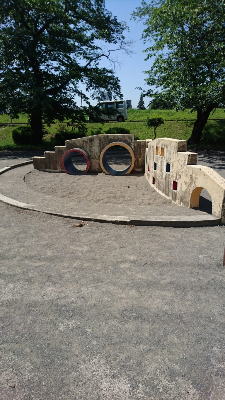 暁公園 砂場と土管