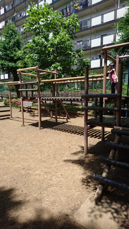 椚田公園(くぬぎだ公園) 丸太渡り