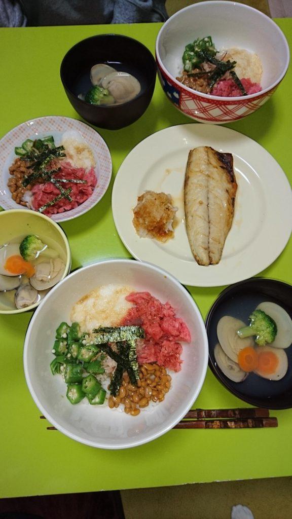 4色丼、サバ塩焼き、ハマグリの潮汁