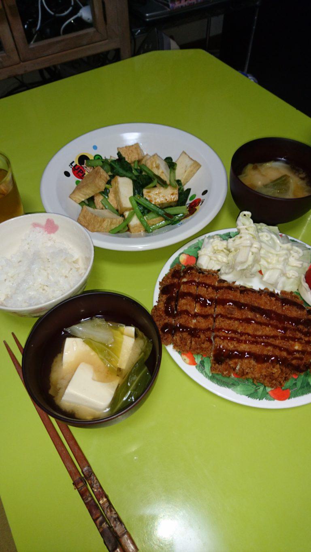 ジャンボチキンカツ、小松菜と厚揚げの炒め
