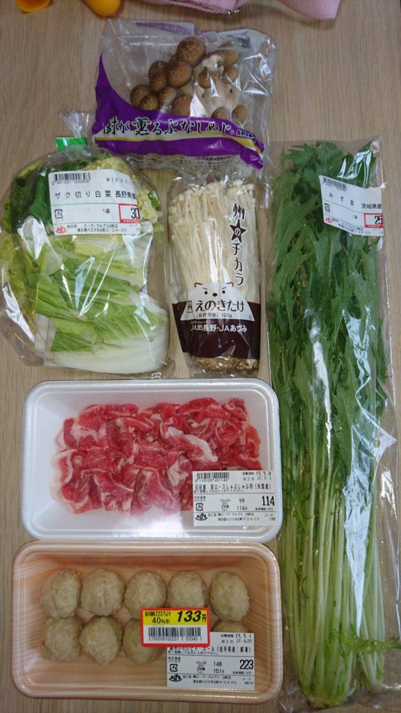 しめじ、白菜、エノキ、水菜、豚肉、鶏つみれ