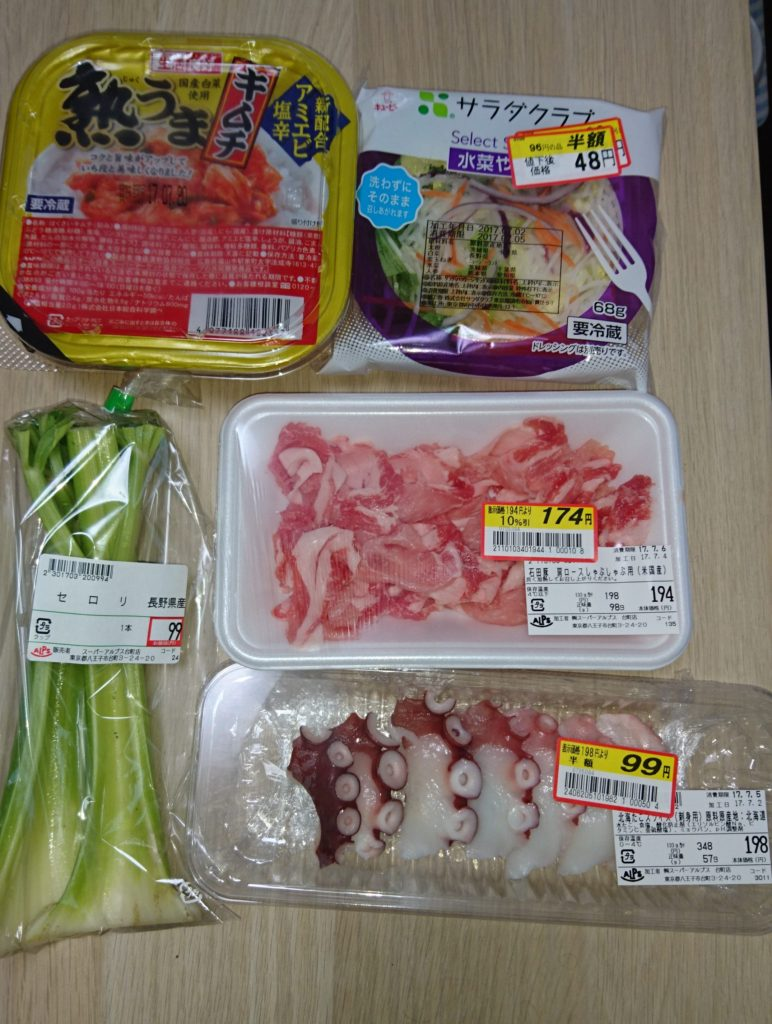 キムチ、セロリ、サラダミックス、豚肉、たこ刺し