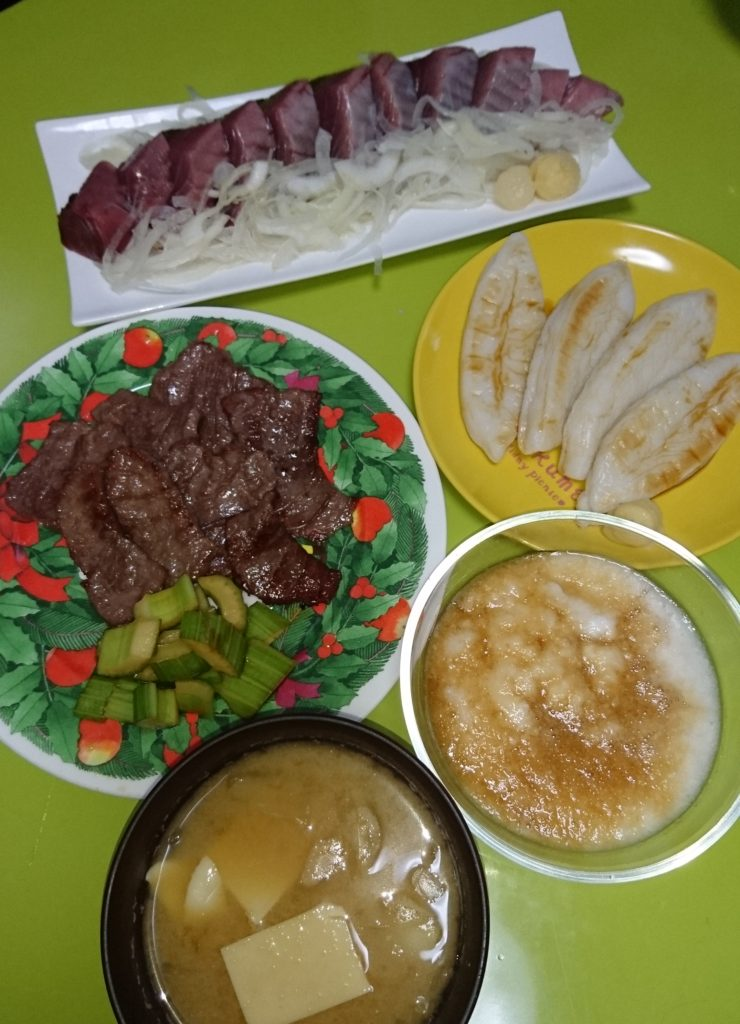 カツオ刺し、笹かまぼこ、牛タン焼き、とろろ飯、豆腐とぎ