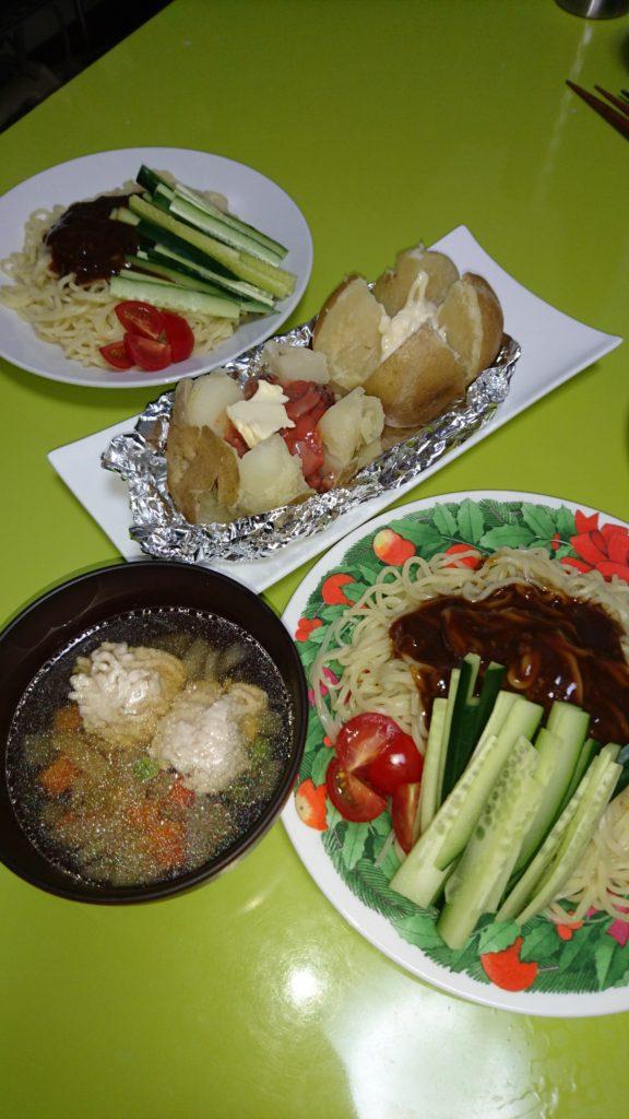 ジャージャー麺、塩辛じゃがバター、鶏団子と野菜の中華スープ
