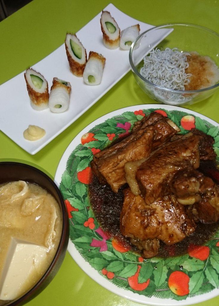 スペアリブ、ちくわきゅうり、しらすおろし、厚揚げと豆腐の味噌汁