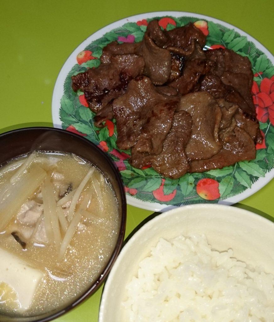 牛タンと味噌汁