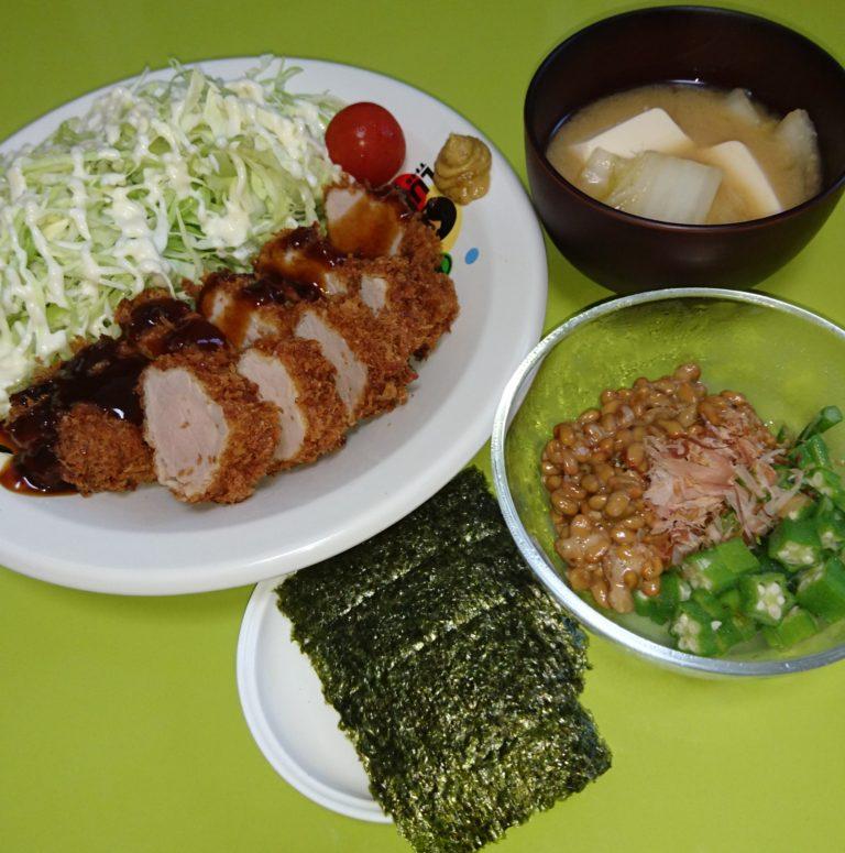 棒ヒレカツ、オクラ納豆、白菜と豆腐の味噌汁