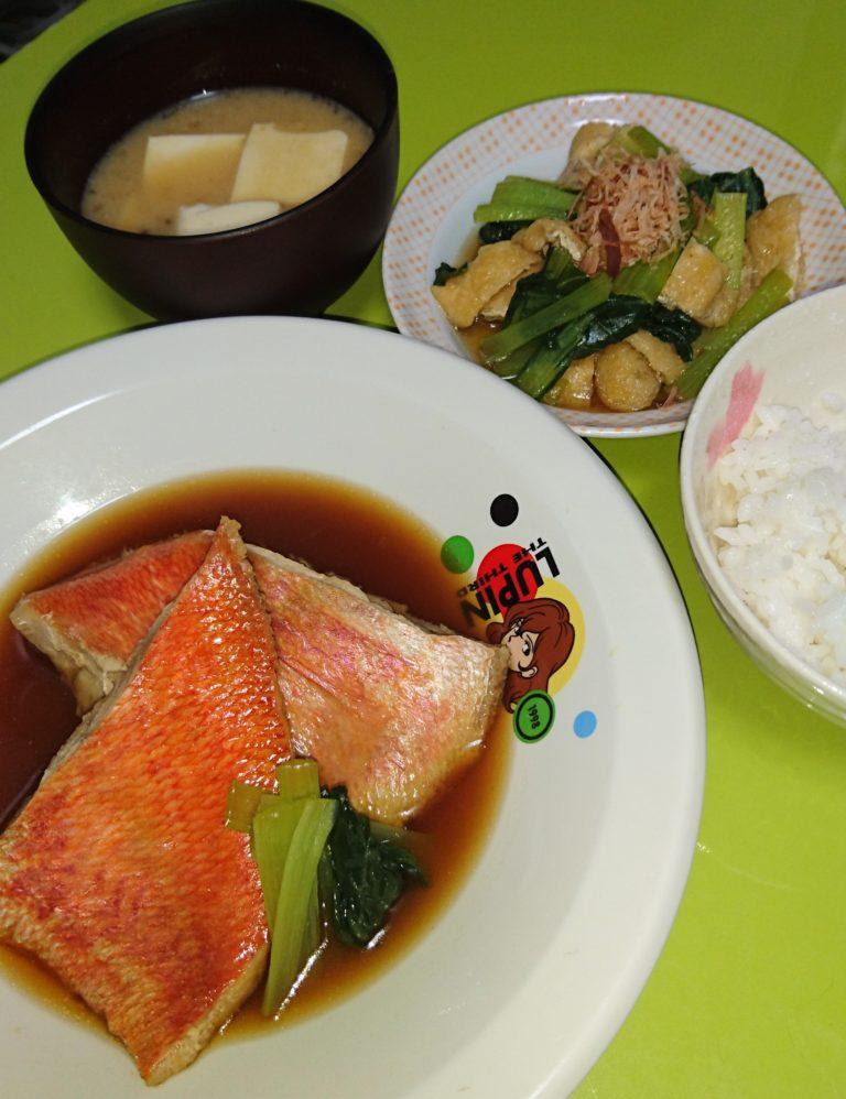 金目鯛の煮付け、小松菜と油揚げの煮浸し、なめこと豆腐の味噌汁