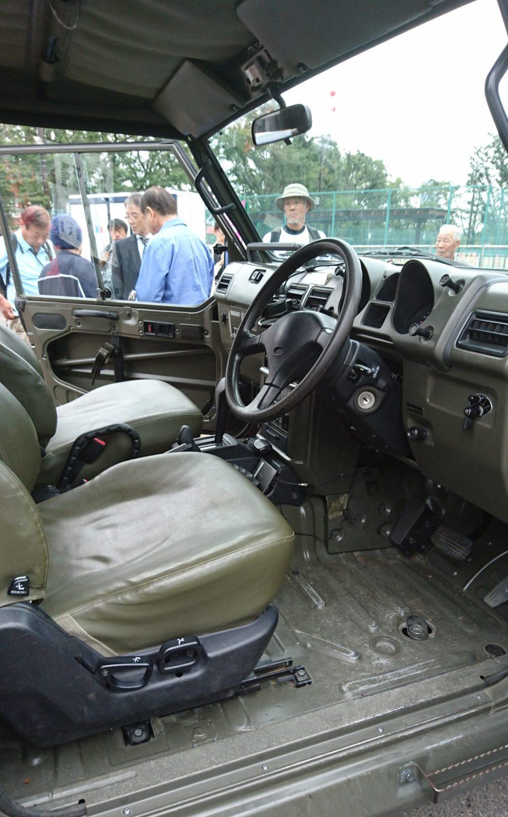 自衛官募集イベントジープ車内