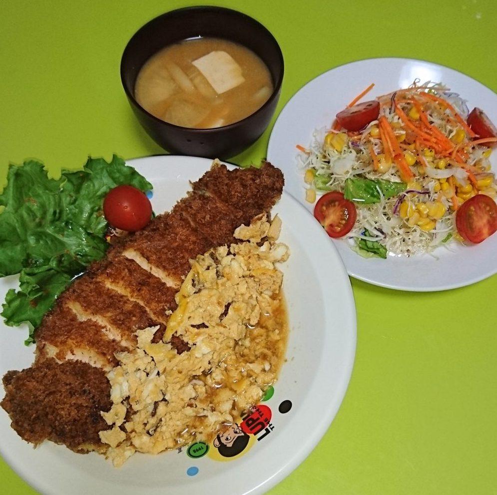 チキンカツ煮、イタリアンサラダ、大根と豆腐の味噌汁
