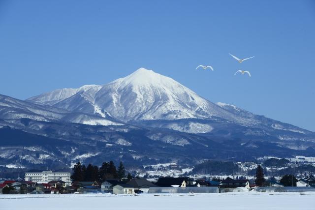 磐梯山を望む猪苗代湖