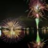 【河口湖冬花火】冬の夜に咲く大輪華!湖上と湖面の絶景1800発