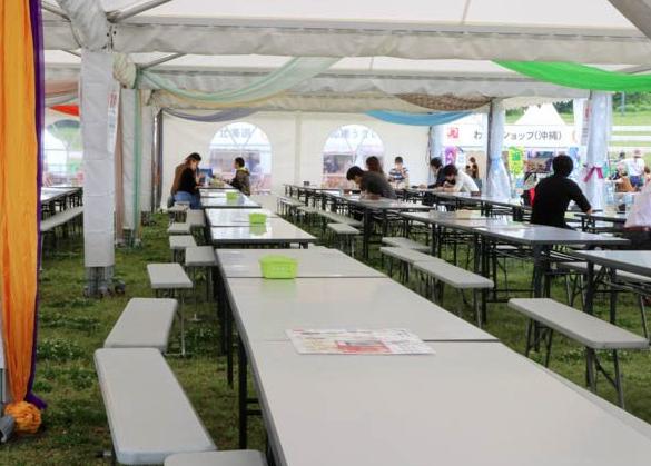 まんパク2018雨でも安心のテント席