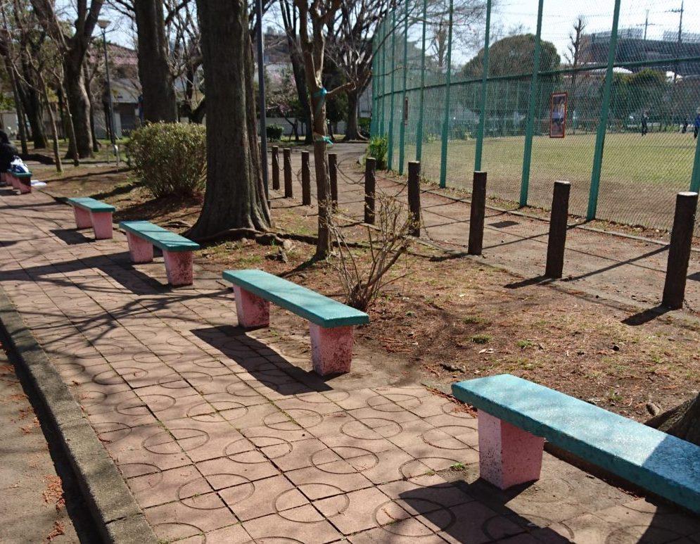 東浅川交通公園の自転車練習場のベンチ