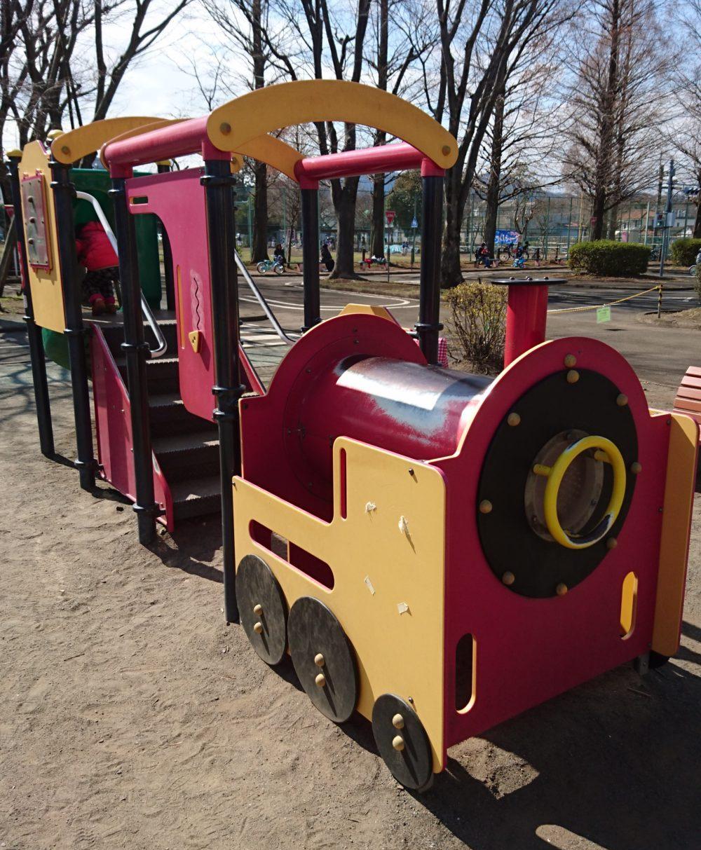 東浅川交通公園機関車のアスレチック