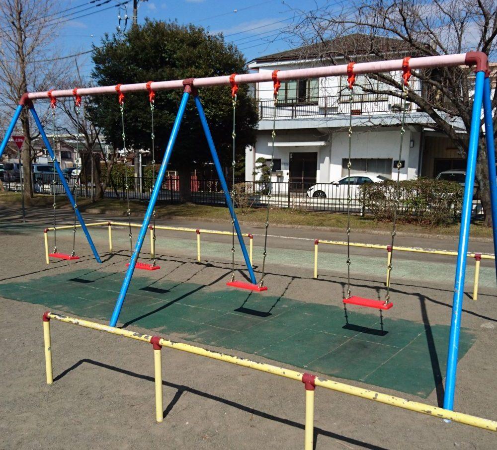 東浅川交通公園の遊具ブランコ