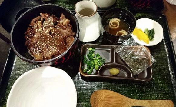 ステーキまぶし お肉の専門店 スギモト 東京ミッドタウン店のランチ&ディナー