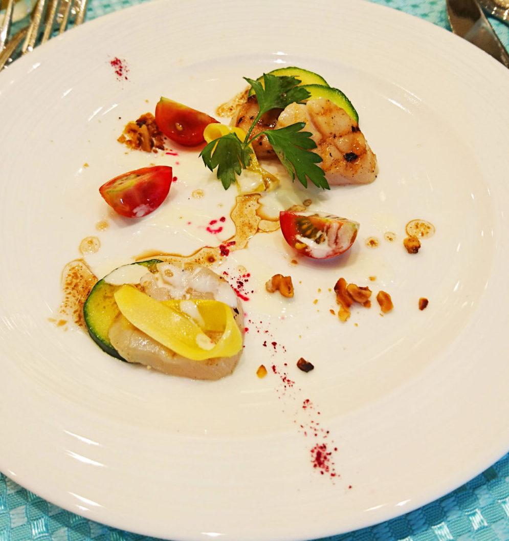 料理メニュー|カサ・デ・アンジェラ青山 帆立貝のグリエ サラダ仕立て ヨーグルトとナッツのヴィネグレットソース
