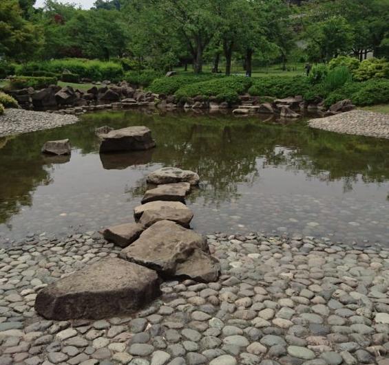 じゃぶじゃぶ池 綾南公園|八王子市おすすめ公園ランキング